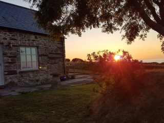 Yr Hafan - Pencaer Self-catering Cottage fabulous sunsets from patio