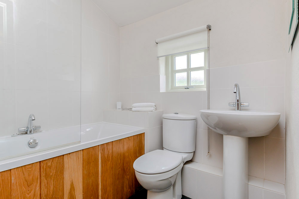 Yr Hafan - Pencaer Self Catering Cottage ground floor bathroom