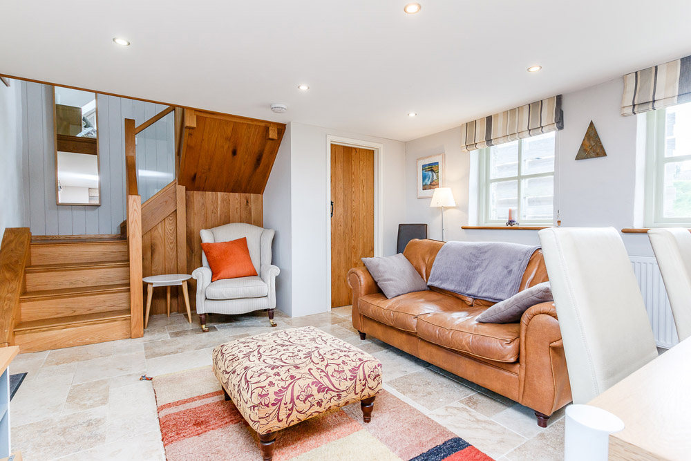 Hafan Bach self catering cottage with sea views