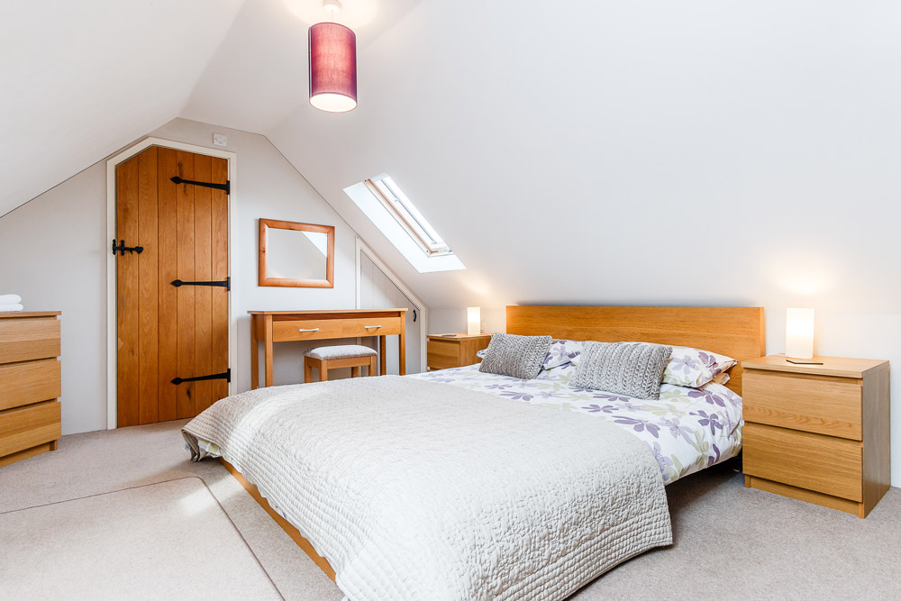 Hafan Bach self catering cottage - bedroom with sea views