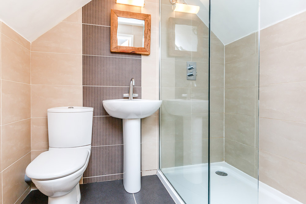 Hafan Bach self catering cottage - quality ensuite shower room