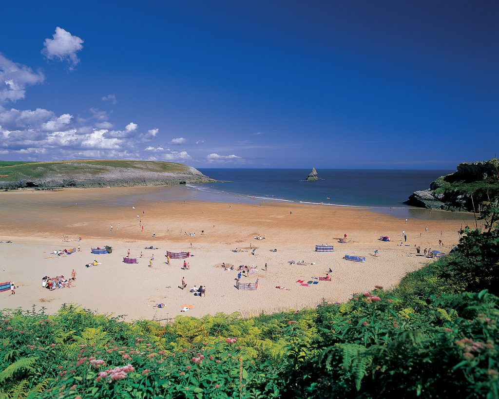 Pembrokeshire Blue Flag beaches near Yr Hafan