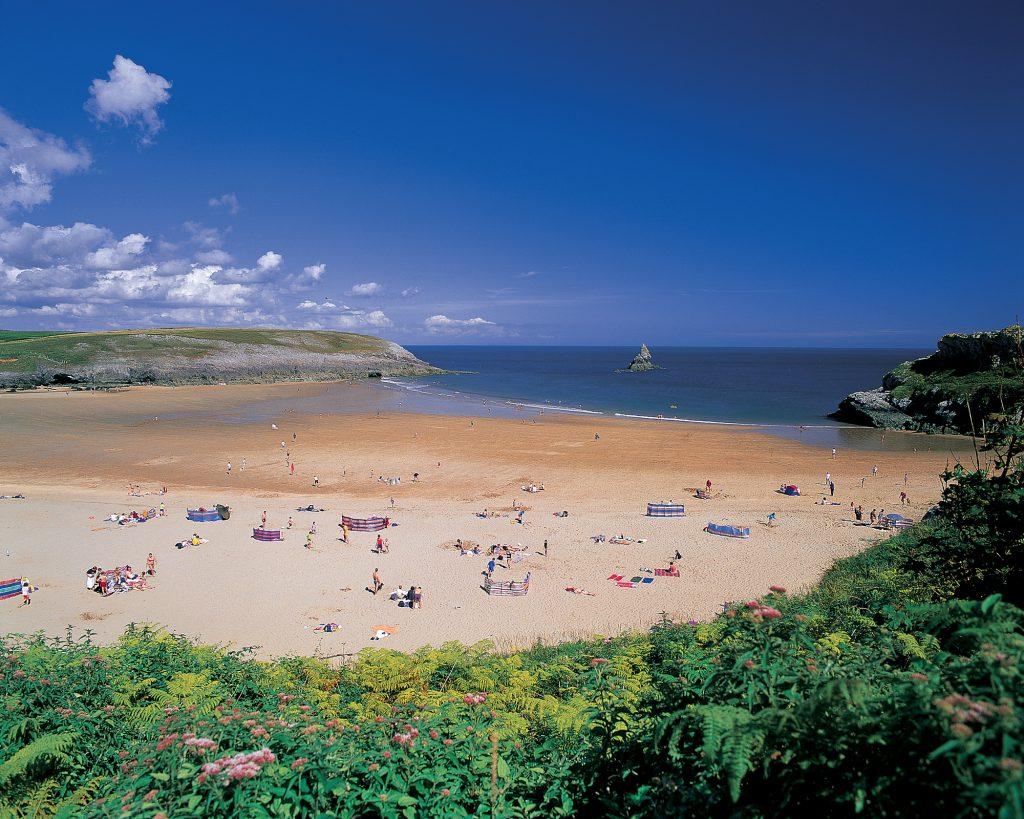 Pembrokeshire Blue Flag beaches near Yr Hafan