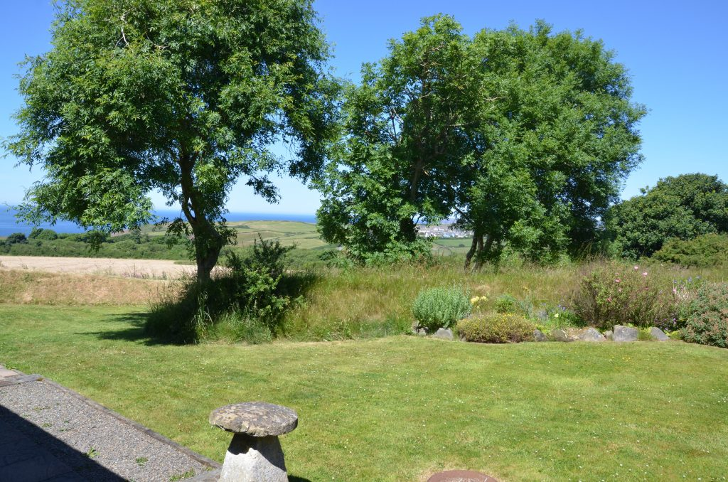 YR Hafan -Sea views from Hafan Bach self catering cottage