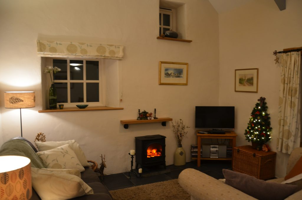 Yr Hafan | Pencaer Cottage | Pembrokeshire | Decorated for Christmas | Cosy Fire | Cast Iron Stove