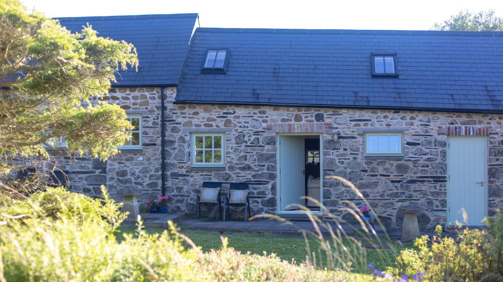 Yr Hafan- Abercastle Barn Suite with garden and sea views towards Strumble Head