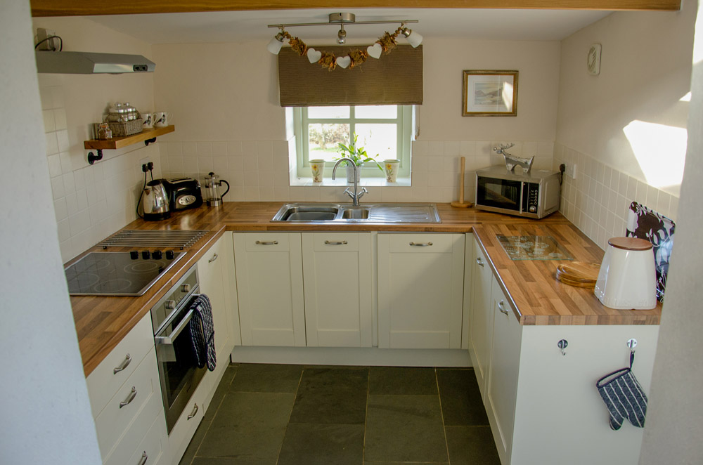 Yr Hafan - Penberi Self Catering Cottage -  kitchen with sea views