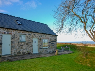 Yr Hafan -Pencaer Self Catering Cottage enjoying sea views towards Strumble Head