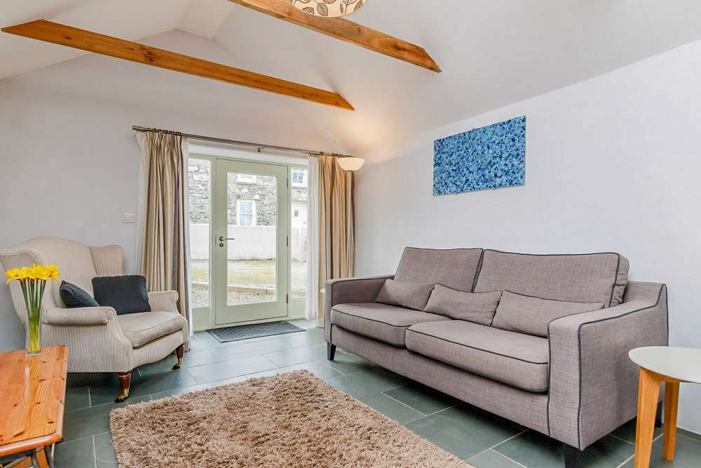 Yr Hafan - Penberi Self Catering Cottage -  lounge with garden views