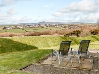 Pencaer Self Catering Cottage with private patio with sea views towards Strumblehead