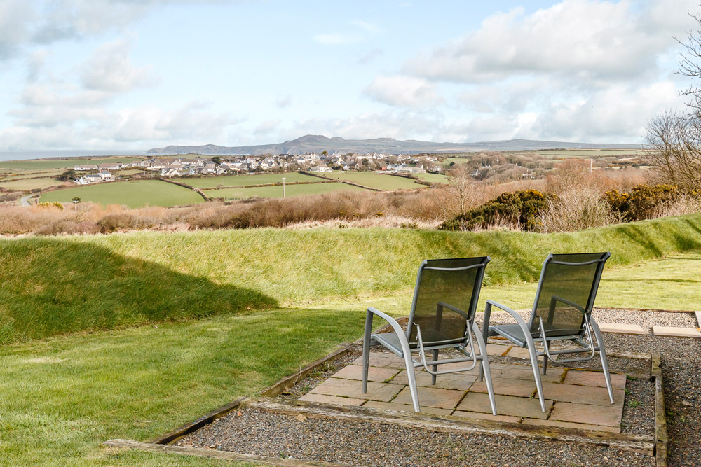 Pencaer Self Catering Cottage | Pembrokeshire | Private patio | Sea views towards Strumblehead