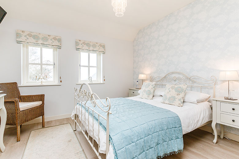 Pretty Double Room Accommodation with en-suite shower room and sea views